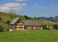 Παλαιό σπίτι με το υπόστεγο στο καντόνιο Appenzell Στοκ φωτογραφία με δικαίωμα ελεύθερης χρήσης
