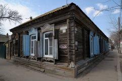 Παλαιό σπίτι σε καλή κατάσταση Ξύλινο σπίτι Στοκ Εικόνα