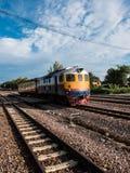 Παλαιό ταϊλανδικό τραίνο vintafe στο σιδηρόδρομο Στοκ φωτογραφίες με δικαίωμα ελεύθερης χρήσης