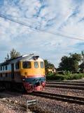 Παλαιό ταϊλανδικό τραίνο vintafe στο σιδηρόδρομο Στοκ Φωτογραφία