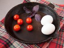 Παλαιό τηγανίζοντας τηγάνι χυτοσιδήρου Στοκ Εικόνα