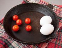 Παλαιό τηγανίζοντας τηγάνι χυτοσιδήρου Στοκ φωτογραφία με δικαίωμα ελεύθερης χρήσης