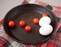 Παλαιό τηγανίζοντας τηγάνι χυτοσιδήρου Στοκ Φωτογραφία
