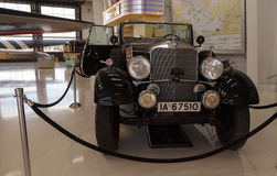 Παλαιό του 1939 πρότυπο G4 Offener να περιοδεύσει της Mercedes-Benz βαγόνι εμπορευμάτων ότι μιά φορά Στοκ φωτογραφίες με δικαίωμα ελεύθερης χρήσης