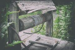 Παλαιό του χωριού ύφος Το νερό φρεατίων Στοκ εικόνα με δικαίωμα ελεύθερης χρήσης