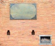 Παλαιό τούβλο τοίχων με την ετικέτα Στοκ Εικόνες