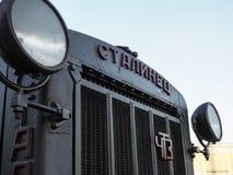 Παλαιό τρακτέρ της σοβιετικής εποχής Τρακτέρ Stalinets, ένα σπάνιο συλλέξιμο αυτοκίνητο Τρύγος Ρωσία Άγιος-Πετρούπολη Το καλοκαίρ Στοκ Φωτογραφία