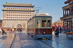 Παλαιό τραμ στην οδό Qianmenl στο Πεκίνο. Κίνα Στοκ Φωτογραφία
