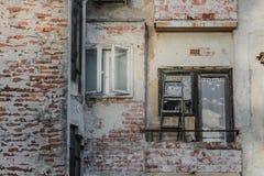 Παλαιό, υποβιβασμένο κτήριο στην κεντρική περιοχή στοκ φωτογραφίες με δικαίωμα ελεύθερης χρήσης