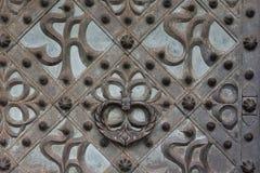 Παλαιό υπόβαθρο μετάλλων με το κεφάλι και τα κέρατα στοκ εικόνα