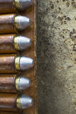 Παλαιό δυτικό δέρμα Bandolier με το πουλάρι 45 σφαίρες Στοκ Φωτογραφίες
