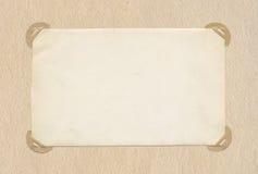 Παλαιό φύλλο εγγράφου με τις άκρες σε εκλεκτής ποιότητας χαρτί Στοκ Φωτογραφίες