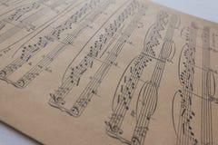 Παλαιό φύλλο μουσικής - σημειώσεις μουσικής για κίτρινο χαρτί Στοκ εικόνες με δικαίωμα ελεύθερης χρήσης