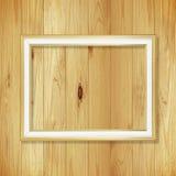 Παλαιό χρυσό πλαίσιο στον ξύλινο τοίχο  Κενό πλαίσιο εικόνων στο μόριο Στοκ εικόνες με δικαίωμα ελεύθερης χρήσης