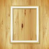 Παλαιό χρυσό πλαίσιο στον ξύλινο τοίχο  Κενό πλαίσιο εικόνων στο μόριο Στοκ Φωτογραφίες