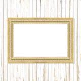 Παλαιό χρυσό πλαίσιο στον ξύλινο τοίχο  Κενό πλαίσιο εικόνων στο ξύλο Στοκ φωτογραφία με δικαίωμα ελεύθερης χρήσης