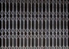 Παλαιό ύφος της κλειστής πόρτας χάλυβα Στοκ φωτογραφία με δικαίωμα ελεύθερης χρήσης