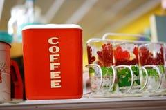 Παλαιό Bakelite μεταλλικό κουτί καφέ Στοκ Φωτογραφίες