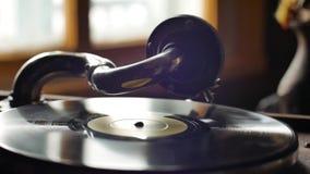 Παλαιό Gramophone, που παίζει ένα αρχείο, κλείνει επάνω το βρόχος-ικανό εκλεκτής ποιότητας βίντεο φιλμ μικρού μήκους