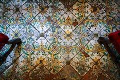 Παλαιό shabby κεραμωμένο πάτωμα στοκ φωτογραφία με δικαίωμα ελεύθερης χρήσης