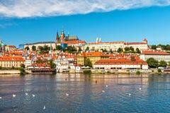 παλαιό vltava ταξιδιού ποταμών της Πράγας φωτογραφιών της Ευρώπης κάστρων Στοκ Εικόνες