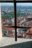 παλαιό vltava ταξιδιού ποταμών της Πράγας φωτογραφιών της Ευρώπης κάστρων Η άποψη από τα παράθυρα του παλατιού στο CH στοκ φωτογραφία με δικαίωμα ελεύθερης χρήσης