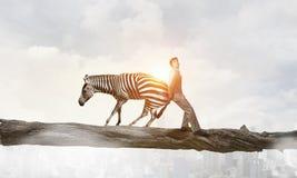 Παλεύοντας αντίπαλος επιχειρηματιών Μικτά μέσα στοκ εικόνα με δικαίωμα ελεύθερης χρήσης