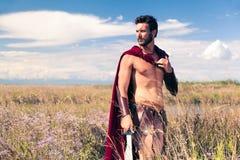 Παλεύοντας αρχαίος πολεμιστής στο υπόβαθρο τοπίων Στοκ Εικόνες