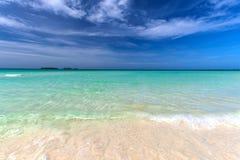 Παλιή κουβανική παραλία στους κοκοφοίνικες Cayo στοκ εικόνες με δικαίωμα ελεύθερης χρήσης