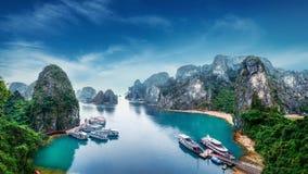 Παλιοπράγματα τουριστών στο μακρύ κόλπο εκταρίου, Βιετνάμ Στοκ Φωτογραφία