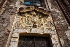 Παλτό--βραχίονες επάνω από τις πόρτες εκκλησιών Στοκ Φωτογραφία