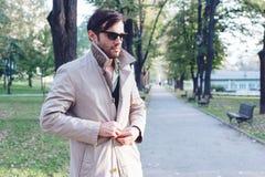 Παλτό τάφρων στοκ εικόνα με δικαίωμα ελεύθερης χρήσης