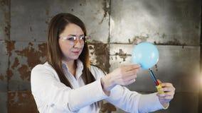 Πείραμα με την εξέλιξη του υδρογόνου Έκρηξη απόθεμα βίντεο