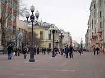 Πεζοί στην παλαιά οδό Arbat (Stary Arbat), Μόσχα, Russi Στοκ φωτογραφία με δικαίωμα ελεύθερης χρήσης