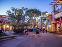 Πεζοί στη στο κέντρο της πόλης Disney Στοκ εικόνες με δικαίωμα ελεύθερης χρήσης