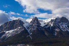 πεζοπορίας βουνών ανώτατο λευκό πετρών μονοπατιών κόκκινο στοκ εικόνα με δικαίωμα ελεύθερης χρήσης