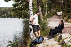 πεζοπορία ζευγών Στοκ εικόνα με δικαίωμα ελεύθερης χρήσης