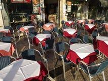 Πεζούλι καφέδων στη για τους πεζούς περιοχή του Bairro Alto, Λισσαβώνα, Πορτογαλία Στοκ φωτογραφία με δικαίωμα ελεύθερης χρήσης