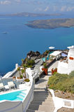Πεζούλια με μια άποψη σχετικά με το santorini, Ελλάδα Στοκ Εικόνες