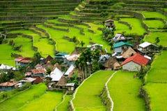 Πεζούλια ρυζιού στις Φιλιππίνες Το χωριό είναι σε μια κοιλάδα amo Στοκ Φωτογραφίες