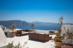 Πεζούλι ξενοδοχείων σε Santorini Στοκ εικόνες με δικαίωμα ελεύθερης χρήσης