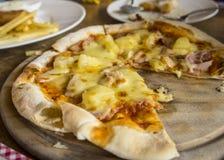 Πεινασμένο γούστο γευμάτων μεσημεριανού γεύματος carbonara μακαρονιών πιτσών τροφίμων Στοκ φωτογραφία με δικαίωμα ελεύθερης χρήσης