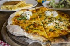 Πεινασμένο γούστο γευμάτων μεσημεριανού γεύματος carbonara μακαρονιών πιτσών τροφίμων Στοκ Εικόνες