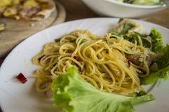 Πεινασμένο γούστο γευμάτων μεσημεριανού γεύματος carbonara μακαρονιών πιτσών τροφίμων Στοκ Φωτογραφίες