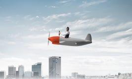 Πειραματική συνεδρίαση στην καμπίνα του μικρού αεροπλάνου στοκ εικόνες