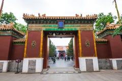 Πεκίνο, Κίνα - 20 Μαΐου 2018: Άποψη της εισόδου πυλών στο ναό Yonghegong λάμα, το ναό και το μοναστήρι του σχολείου Gelug στοκ εικόνα