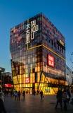 Πεκίνο, Κίνα 16 ΝΟΕΜΒΡΊΟΥ 2013: Tai Koo λεωφόρος αγορών λι του χωριού Sanlitun στο Πεκίνο στοκ φωτογραφίες με δικαίωμα ελεύθερης χρήσης