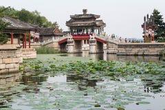 Πεκίνο, Κίνα - το Σεπτέμβριο του 2015 circa: Γέφυρα στη λίμνη Kunming του θερινού παλατιού, Πεκίνο Στοκ Εικόνες