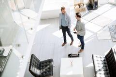 Πελάτες που εισάγουν το εσωτερικό κατάστημα σχεδίου Στοκ Εικόνες
