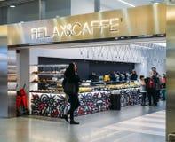 Πελάτες Relax Caffe στο σταθμό Αγιών Λουκία της Βενετίας ` s Στοκ εικόνα με δικαίωμα ελεύθερης χρήσης